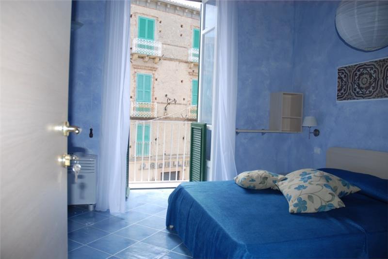 blu tropea maison tropea. Black Bedroom Furniture Sets. Home Design Ideas