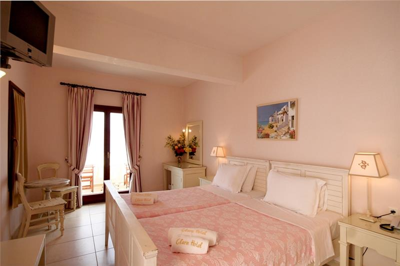 lezbos hotel clara 3*